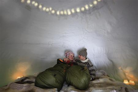 Eisige Übernachtung im Iglu
