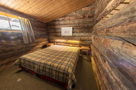 Schlafzimmer in den Kelo-Ferienhäusern