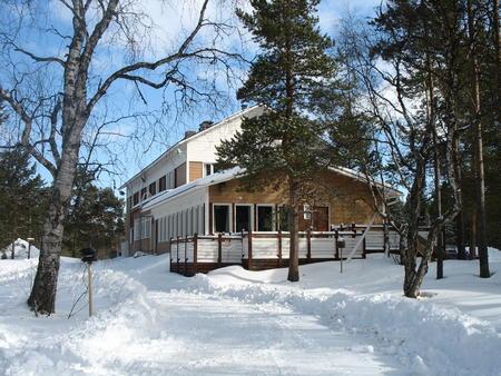 Traditionshotel Inari Kultahovi im Winter