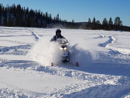 Ein Appetitmacher für echtes Schneemobilfahren