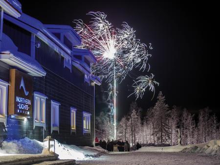 Nordlichtfeuerwerk - Designhotel meets Glas-Villa