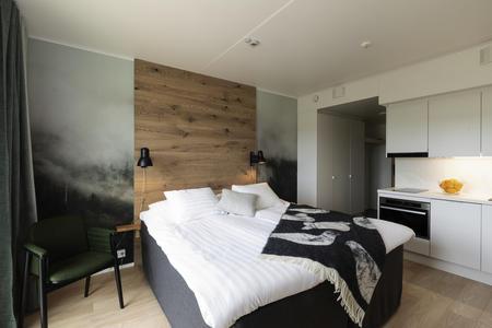Hotelzimmer mit Küchenzeile